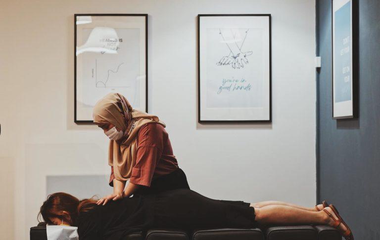 chiropractor-doing-adjustment